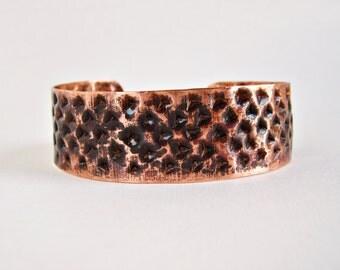 Bracelet en cuivre martelé et patiné, Bracelet manchette, Bracelet large, Cuivre texturé, Fait-main