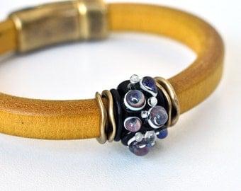 Yellow Bracelet - Bubbles Bracelet - Regaliz Bracelet - Leather Bracelet -Lampwork Bracelet - Glass Bracelet