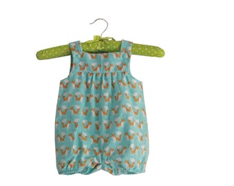 Unisex romper with foxes pattern