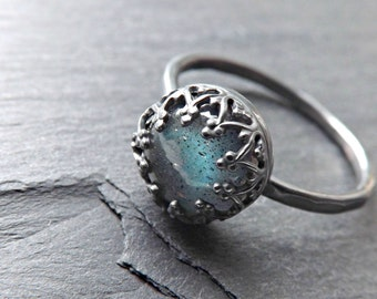 blue labradorite black silver ring, labradorite engagement ring silver, delicate silver ring, crown ring silver, labradorite wedding band