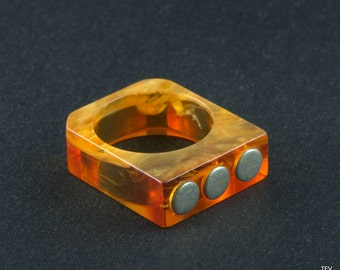 Retro Ring  Vintage Lucite