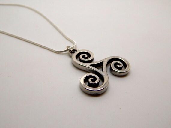 166 Garnet Triskelion//Tri Spiral Solid 925 Sterling Silver pendant rrp$49