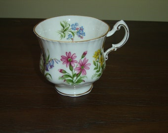 Paragon English Flowers teacup mint condition (2B)