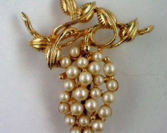 Grape Cluster Faux Pearl Pin - 4571