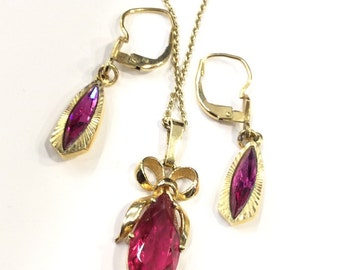 Cerise pink pendant and earrings