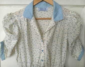 adorable vintage 1970s cotton dress, gingham and delicate flower pattern