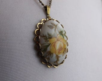Vintage Necklace - White and Yellow Floral Cameo Pendant
