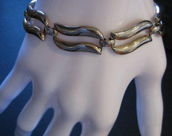 Vintage Signed MONET Silver Tone Seven-Link Modernist Bracelet with Safety Chain