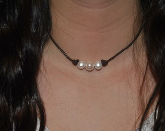 Pearl Choker Necklace - Three Pearls