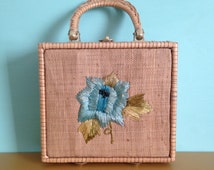Vintage 1950s 50s square straw woven spring summer blue floral flower handbag purse with top handles