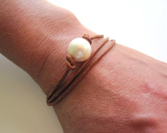Pearl Leather Wrap Bracelet, Leather and Pearl Bracelet, Pearl Bracelet, Leather Wrap Bracelet, Pearl Leather Jewelry, White Pearl Bracelet