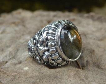 Silver ring Boma motif with Labradorite stone