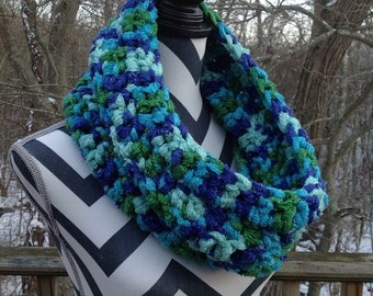 Cowl. Crocheted cowl. Greens and blues cowl.