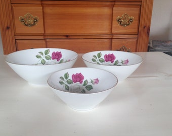140 3 - piece porcelain bowl set , 60s , Seltmann Weiden , Bavaria , rose decoration
