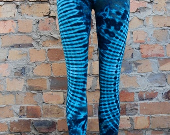 Psychedelic tie-dyed leggings // stretchy yoga perfection // two-toned blue