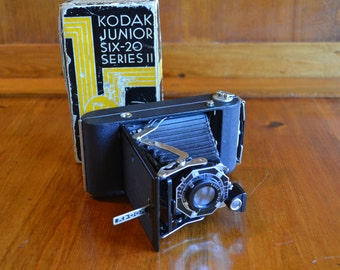 Camera Vintage Near Mint Kodak Junior Six-20 with Original Box