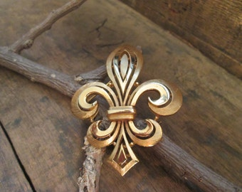 vintage crown trifafi gold tone brushed and smooth fluer de le brooch