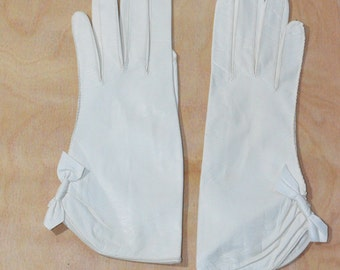 Vintage Estate White Leather Aris Made in Germany Bow Gloves
