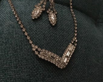 True vintage necklace with 2 pair of earings