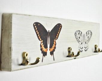 Kleiderhaken Garderobe | shabby weiß | Holz | Metallhaken Messing Patina look | vintage | Landhaus | Bohème | rustikal | Schmetterlinge