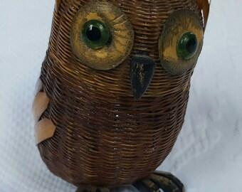 Vintage Wicker Owl trinket basket