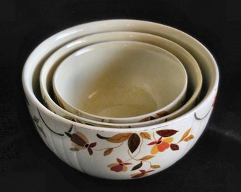 Set of 3 Jewel Tea Nesting Mixing Bowls in Autumn Leaf by Hall Vintage circa 1930s
