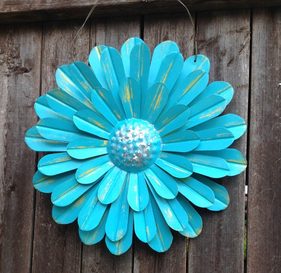turquoise blue metal flower hanging 14 zinnia front. Black Bedroom Furniture Sets. Home Design Ideas