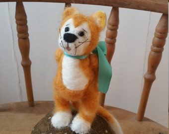 Needlefelted Handmade Orange Tabby Cat with Woolen Mouse