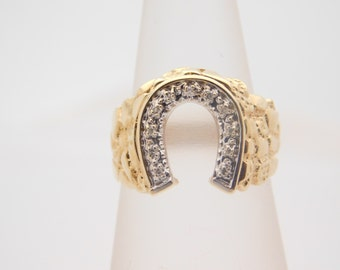 0.20 Carat T.W. Round Cut Diamond Horseshoe Ring 10K Yellow Gold Nugget