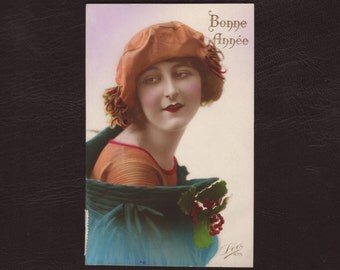 Young woman in art deco fashion, French postcard - Hand tinted, fashion, lady, vintage, antique greeting card - 1923 (V12-33)