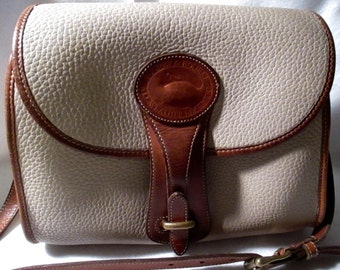 Vintage Dooney Bourke Leather purse in nice condition.