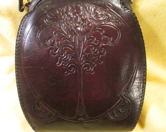 Vintage Art Nouveau purse from the 1920's in nice condition.