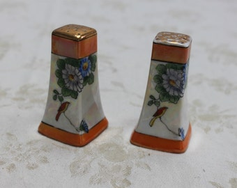 Lusterware Floral Made in Japan Salt and Pepper Shakers