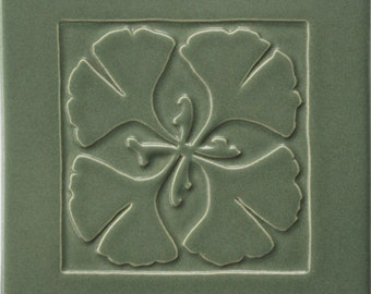 Arts & Crafts Ginkgo tile