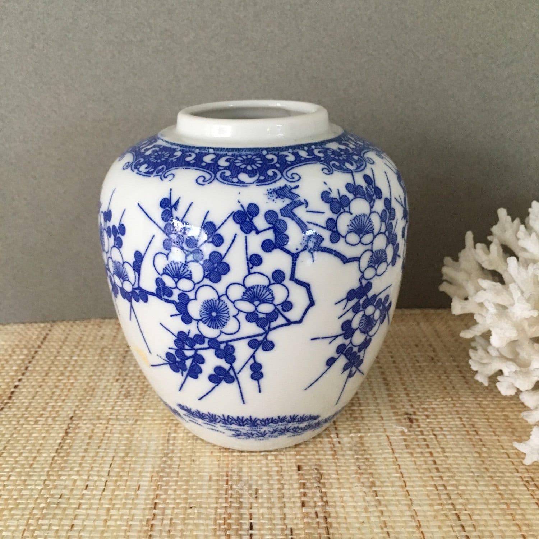 blue and white ginger jar vintage ginger jar vintage. Black Bedroom Furniture Sets. Home Design Ideas
