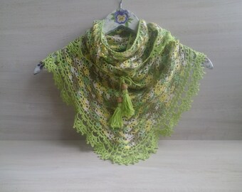 small crochet shawl, crocheted shawl, elegant green shawl, colored shawl,  crochet scarf, multi function scarf. Finished work
