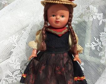 Folklore thick doll m Brown braids/Vintage children