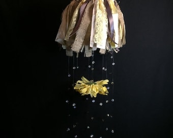 ON SALE Shabby Chic nursery mobile, daisy crystal baby mobile, shabby chic hanging mobile, yellow neutral baby mobile