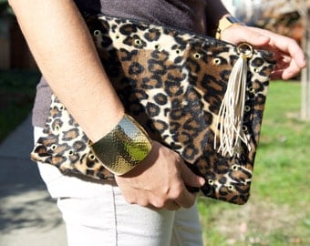 Leopard clutch, Animal Print Clutch, Zippered clutch with  fringe Tassel, Party bag, Evening leopard bag, Leopard Faux Fur clutch.