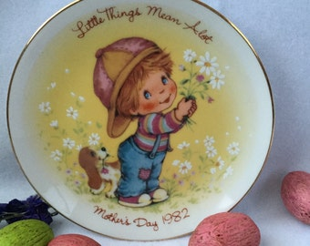 Little Things 1982 Mothet's Day Plate Crafted for Avon