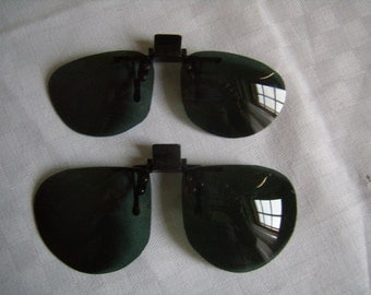 Old sunglasses, removable, green plastic glass, Polaroid, Vintage 1980,