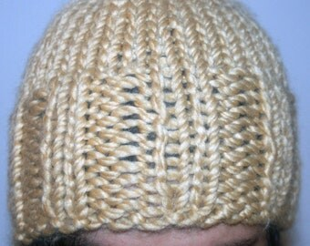 Bonnet in coarse-mesh wool, camel, all soft