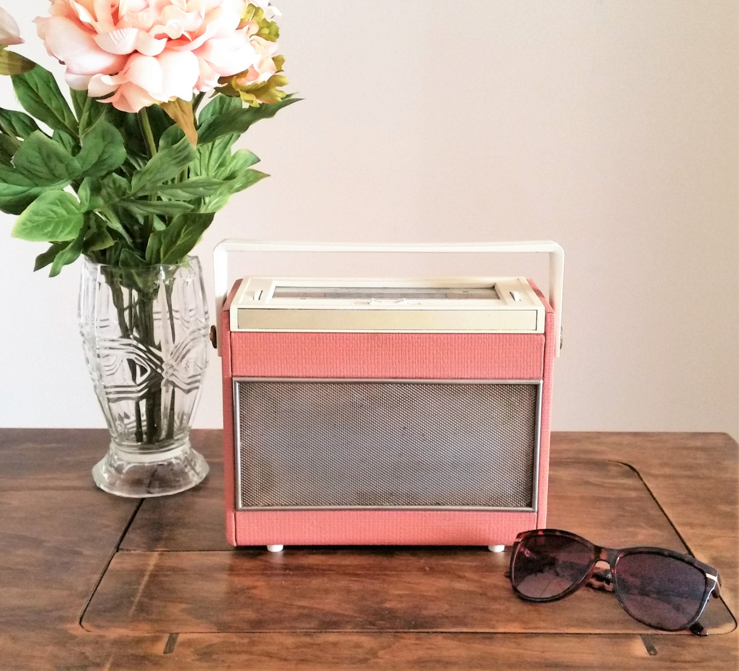 pink ferranti radio vintage 1940s 1950s radio small portable. Black Bedroom Furniture Sets. Home Design Ideas