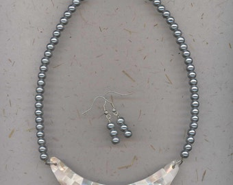 Unusual plate style necklace with mother of pearl finish and silver grey glass pearls with free matching earrings