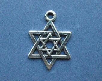 10 Star of David Charms - Star ofDavid Pendants - Star of David - Stars - Antique Silver - 21mm x 15mm -- (No.55-10936)