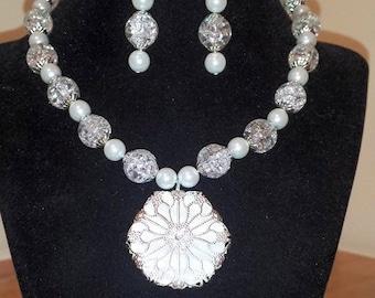 Wrapped White Snow Flake - Snow Flake - White Pendant Necklace - Choker Necklace - White Necklace - White Glass Pearl - White Earrings