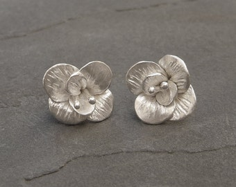 Tiny Flower Earrings, Sterling silver stud Earrings, Silver Flower Earrings, Silver Earrings, Minimalist Jewelry, Floral Jewelry, Gift