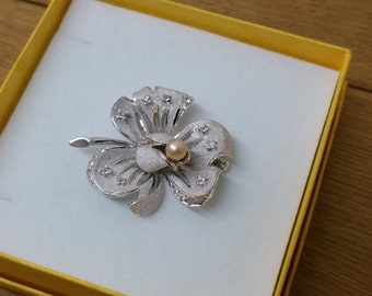 925 Silver brooch Pearl and crystals flower SB277