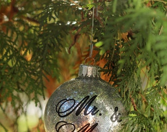 Christmas Ornament / Personalized Christmas Ball / First Christmas Ornament Married / Glitter Ornament Mr & Mrs / Wedding Gift / Bridal Gift