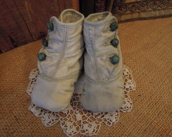 Vintage White Victorian Baby Shoes / White Cloth Button-Up Shoes / White Shabby Baby Shoes